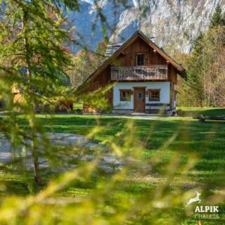 A dream hut at the end of the Bohinj Valley 🙂🍂 #alpik #alpikchaletsbohinj #zlatorogvillage  📷 @momaproduction_mojcaodar  #bohinj #zlatorogvillage #bohinjsko #bohinjlake #bohinjskojezero #bohinjvalley #lakebohinj #lakelife #slovenia #sloveniagram #vacation #vacationmode #vacationvibes #travelgram #travelslovenia #ifeelslovenia #ifeelgood #explorebohinj #exploremore #daystoremember #woodendesign #wooddesign #autumnvibes🍁